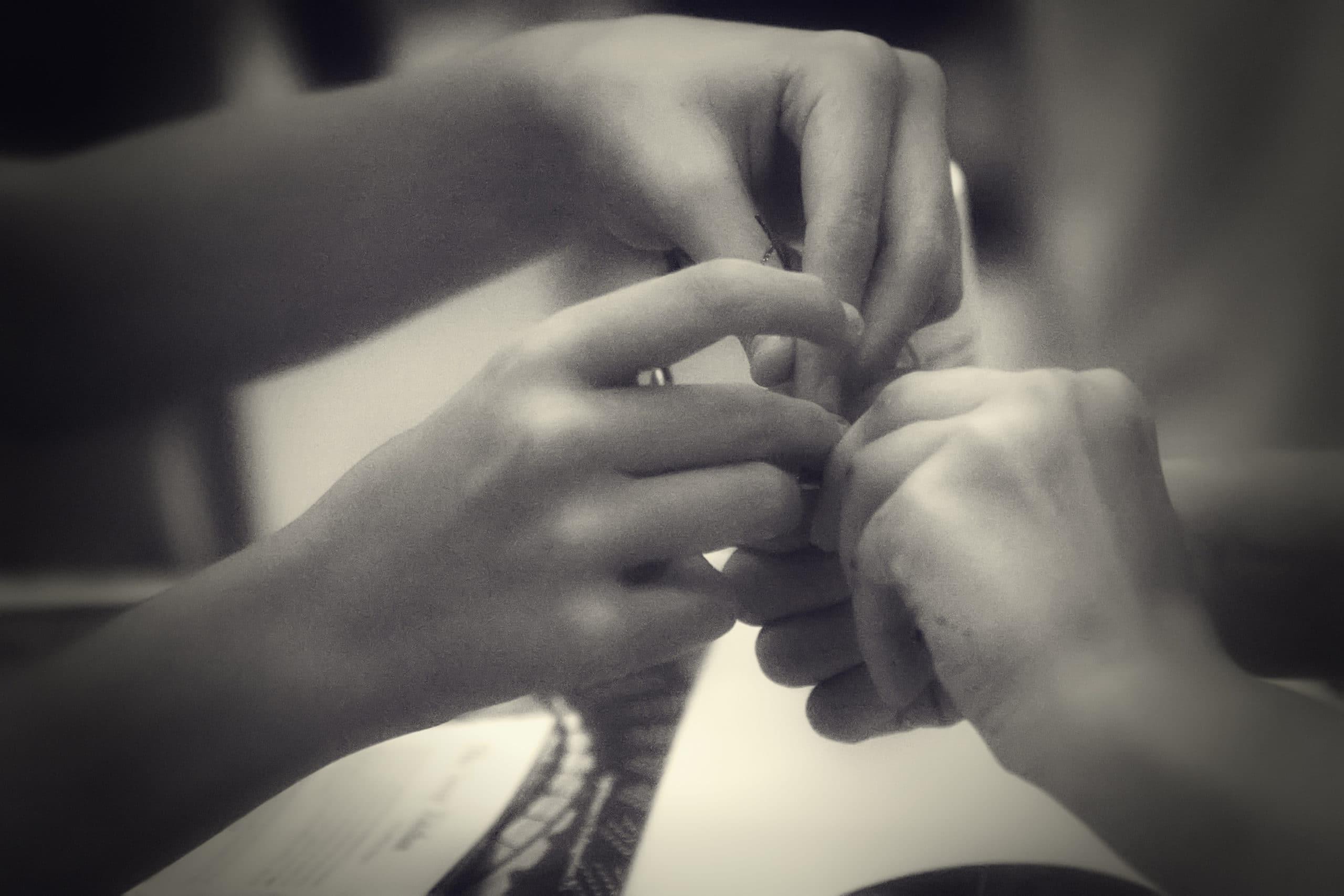 Paire de mains au travail